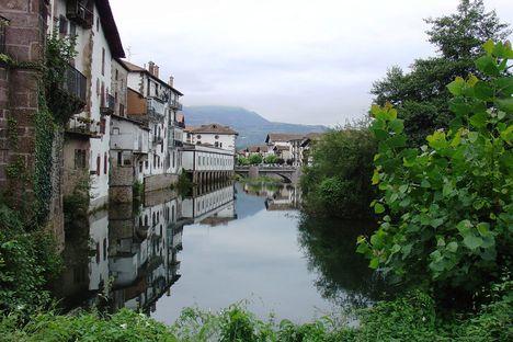 Elizondo-al-paso-del-río-Bidasoa-o-río-Baztán