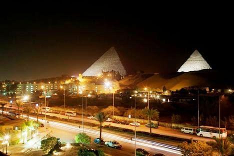 piramides-egipto de noche