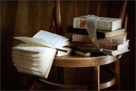 25-Libros sobre la silla (3)-blg