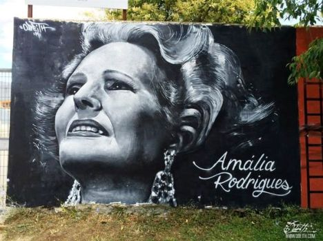 Amalia-Rodrigues-street-Art-Tributo-Mural-Black-and-white-Graffiti-painting-Damaia_