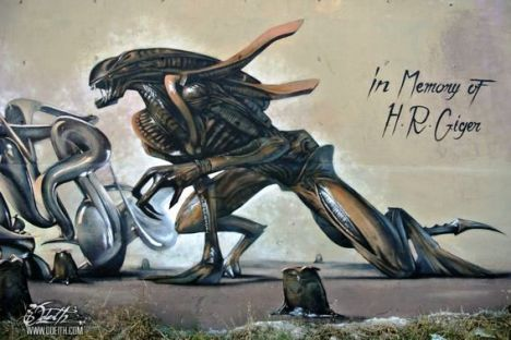 HR-Giger-Tribute-Graffiti-Mural-Agressive-Alien-Odeith-Damaia-Portugal