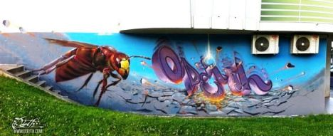Killer-bee-and-falling-letters-Graffiti-Mural-Odeith-Damaia-Portugal