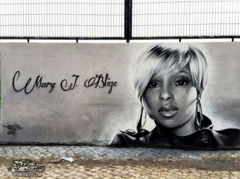 Mary-j-Blige-Graffiti-Tribute-Black-and-white-Mural-Odeith-Damaia-Portugal